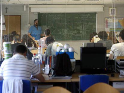 Una clase en el colegio concertado del Padre Piquer, en el barrio de La Ventilla.