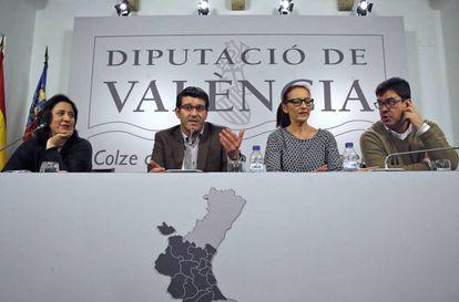 En el centro, Jorge Rodríguez, y a su derecha María Josep Amigó, ahora presidenta en funciones de la Diputación.