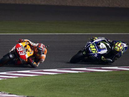 Márquez rueda por delante de Rossi.