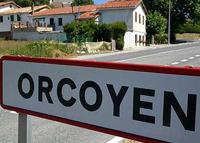 Imagen de una de las señales que establece los límites municipales del pueblo navarro de Orcoyen.