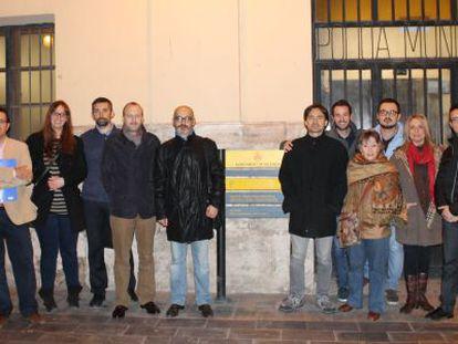 Dirigentes de UPyD, en la protesta ante el Ayuntamiento de Valencia.