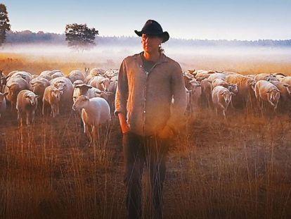 El documental lleva por subtítulo 'Cómo vivir en un mundo que entra en conflicto con tus ideales'.