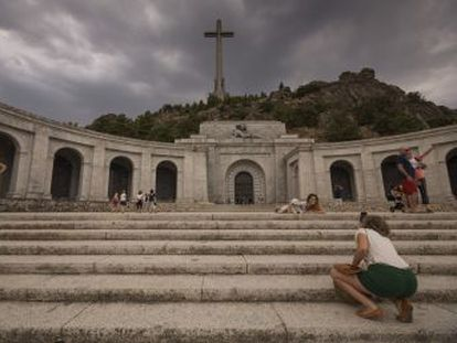 El Consejo de Ministros ha aprobado hoy el decreto que blinda su decisión de sacar los restos del dictador del Valle de los Caídos