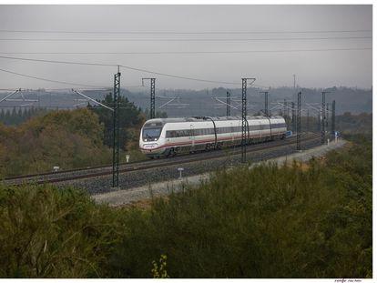 Un tren Intercity de Renfe en el trayecto de Sevilla a Barcelona, el pasado 2 de julio.