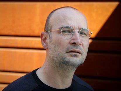 El documentalista Alexander Nanau, fotografiado en Bucarest el 12 de abril.