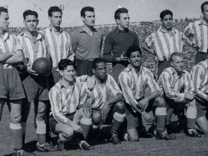 Arriba: Mencía, Farias, Mújica, Domingo, Pérez Zabala, Hernández y Lozano. Abajo: Juncosa, Ben Barek, Silva, Carlsson y Escudero.