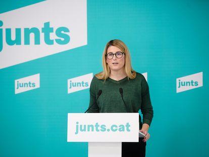 La vicepresidenta de Junts, Elsa Artadi, durante la rueda de prensa de este lunes