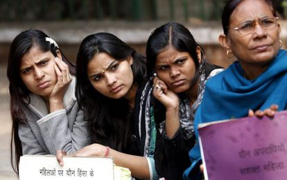Varias mujeres en una concentración en Nueva Delhi.