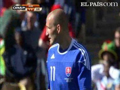 """Nueva Zelanza empata con Eslovaquia en el tiempo añadido. <strong>Resúmenes y goles: <a href=""""http://www.elpais.com/deportes/futbol/mundial/videos/"""">Vídeos Mundial 2010</a></strong>"""