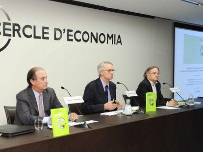 De izquierda a derecha, Manel Brufau, Antón Costas y Josep Ramoneda.