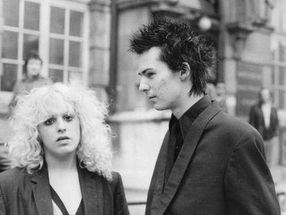 Nancy Spungen y Sid Vicious de los Sex Pistols, en Londres en 1978.