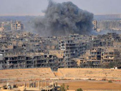 Las tropas de Damasco toman Deir Ezzor, capital de una provincia rica en petróleo. Bagdad expulsa a los yihadistas de la frontera