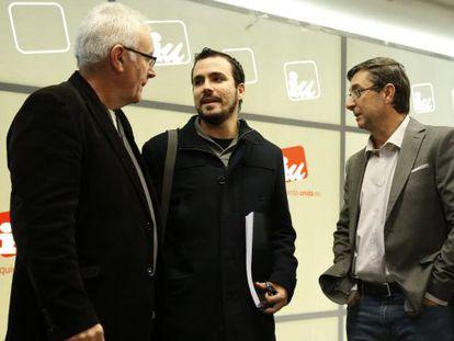 Cayo Lara conversa con Alberto Garzón y José Luis Centella
