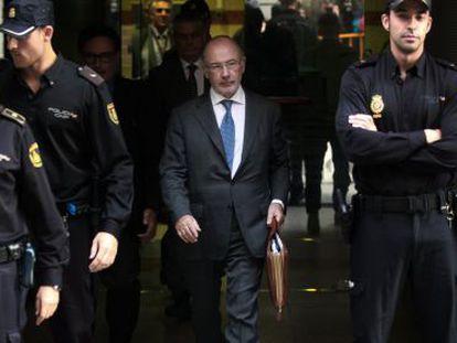 Rodrigo Rato, tras una comparecencia en la Audiencia Nacional por el caso de las 'tarjetas black' de Bankia en octubre de 2019.