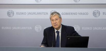 El responsable del Gabinete de Prospección Sociológica, Víctor Urrutia, ayer en Vitoria.