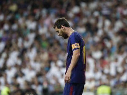 Los azulgrana fracasan en su táctica de habilitar al 10 y de impedir jugar al Madrid