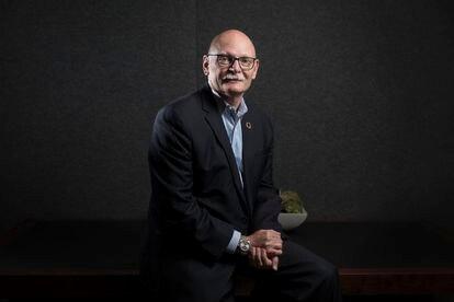 El consejero delegado de GSMA, John Hoffman, durante la entrevista.