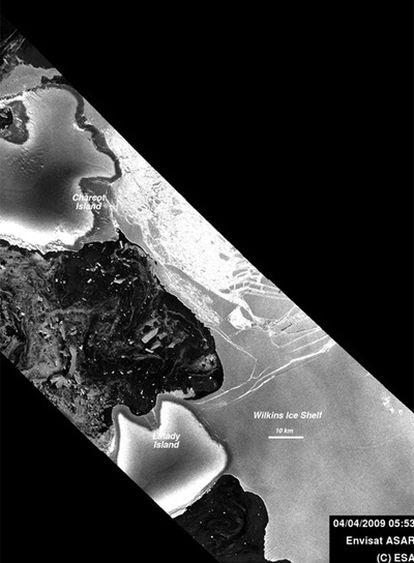 Imagen de la placa Wilkins tomada este sábado por el radar de satélite Envisat.