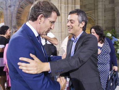 Feijóo y Ferreiro se saludan hoy en Santiago tras la entrega de las Medallas Castelao.