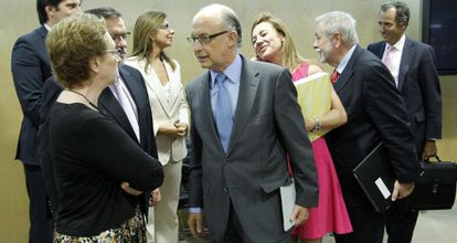 Carmen Martínez Aguayo y Cristóbal Montoro, en una reunión celebrada en julio pasado.