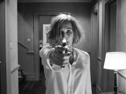 La actriz Kristin Scott Thomas, en un fotograma de la película 'The Party'.