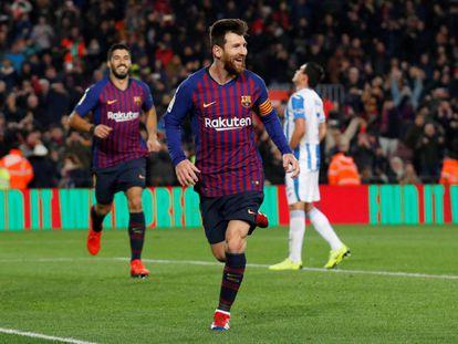 Messi celebra la consecución del tercer gol para el Barcelona.