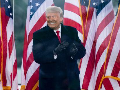 El expresidente Donald Trump durante el mitin del 6 de enero de 2021, previo al asalto al Capitolio. En video, el veredicto del Senado.