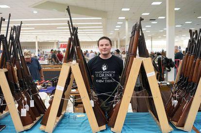 Mattew, comerciante en la feria de armas de Butler (Pensilvania)