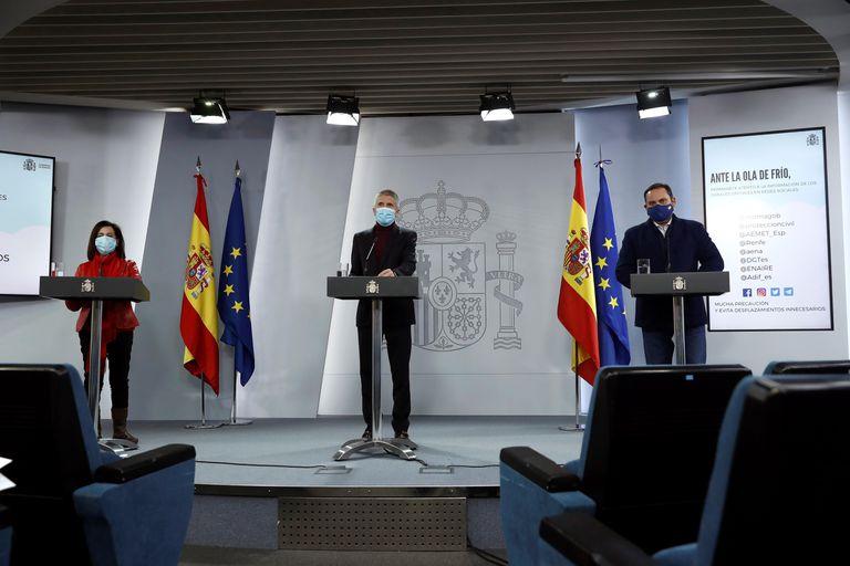 Margarita Robles, Fernando Grande-Marlaska y José Luis Ábalos, durante una rueda de prensa en La Moncloa este lunes.