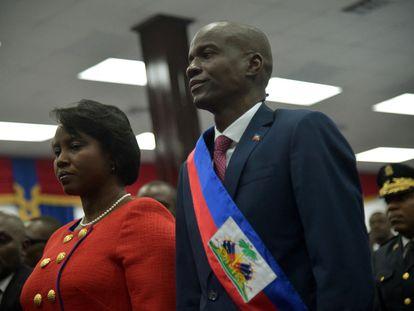 El presidente de Haití, Jovenel Moïse, junto a su esposa, Martine, durante su investidura el 7 de febrero de 2017.