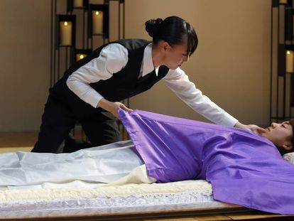 Una experta japonesa en tanatopraxia, en un congreso sobre la industria funeraria en 2015 en Tokio.