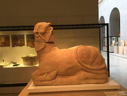Bicha de Balazote, toro androcéfalo -cuerpo de toro y cabeza humana-, perteneciente a un monumento funerario.