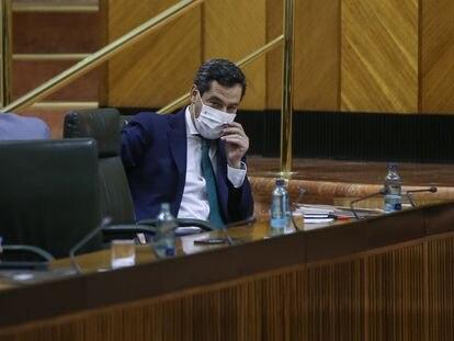 El presidente de la Junta de Andalucía, Juan Manuel Moreno, el pasado jueves durante la sesión de control en el Parlamento regional.