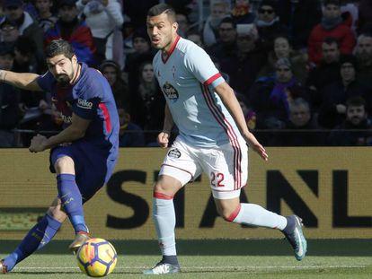 Suárez dispara ante la presión de Cabral.
