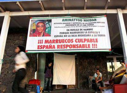 Entrada de la habitación del aeropuerto de Lanzarote en la que mantiene su huelga de hambre Aminetu Haidar.