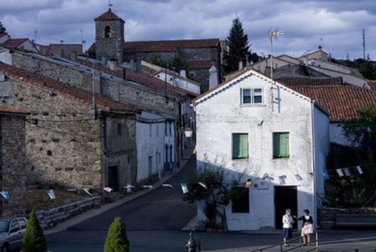 En Robregordo (menos de 60 habitantes) el tiempo, quieto, es una de las cosas más importantes.