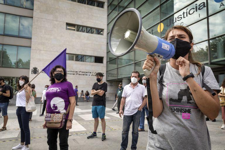 Concentración del Movimiento Feminista con motivo del primer juicio por las multas impuestas a raiz de las huelgas del 8 de Marzo de 2018 y 2019.