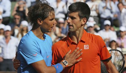Nadal felicita a Djokovic por la victoria.