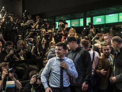 El cómico Volodymyr Zelenskiy en su cuartel electoral tras conocerse los sondeos a pie de urna, este domingo en Kiev.