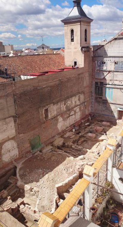 Restos del convento del Carmen y del circo americano posterior.