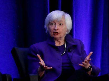 La expresidenta de la Reserva Federal de EE UU, Janet Yellen, habla durante un panel de discusión en la Asociación Americana de Economistas, en Atlanta, Georgia, el 4 de enero de 2019.