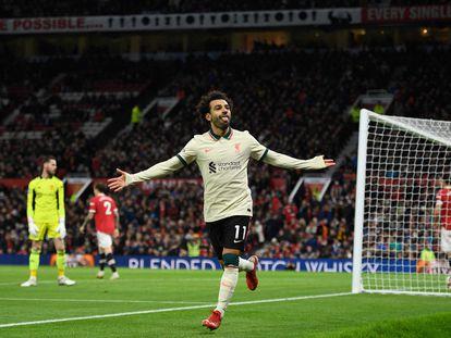 Mo Salah celebra su tercer gol en Old Trafford, este domingo.