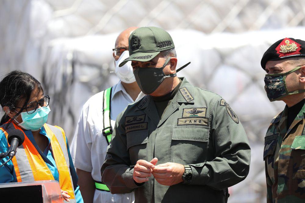 """El ministro de Defensa de Maduro advierte a los opositores de que """"nunca podrán ejercer el poder político"""""""