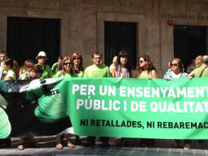 Concentración de protesta de profesorado interino en Valencia.