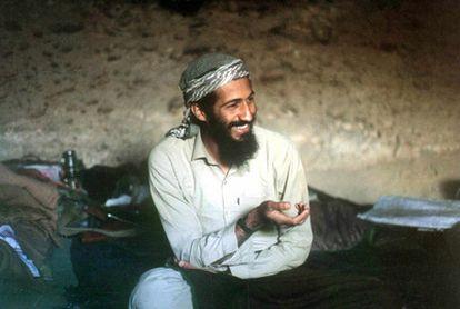 Fotografía de 1998 que muestra a Osama bin Laden, el terrorista más buscado del mundo, en una cueva de Jalalabad (Afganistán).