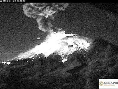 El estallido ha generado una columna eruptiva de tres kilómetros de altura. Por el momento, las autoridades mexicanas no reportan daños