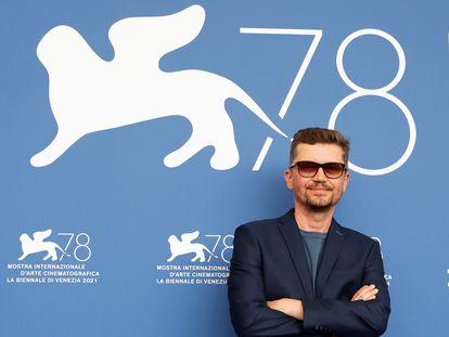 Valentyn Vasyanovych, presentando 'Reflection', en Venecia.