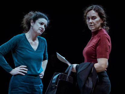 Mireia Aixalà y Laura Conejero en la obra 'Una història real'.