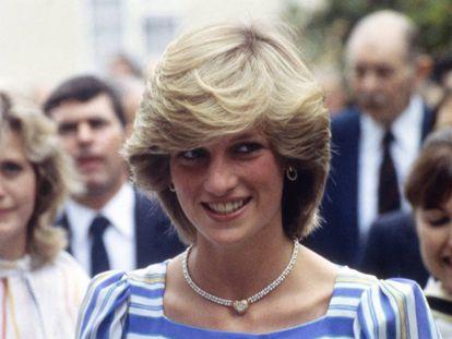 Diana de Gales, el 6 de julio de 1983 en una visita a una escuela de ballet en Camberley, Surrey, Reino Unido.