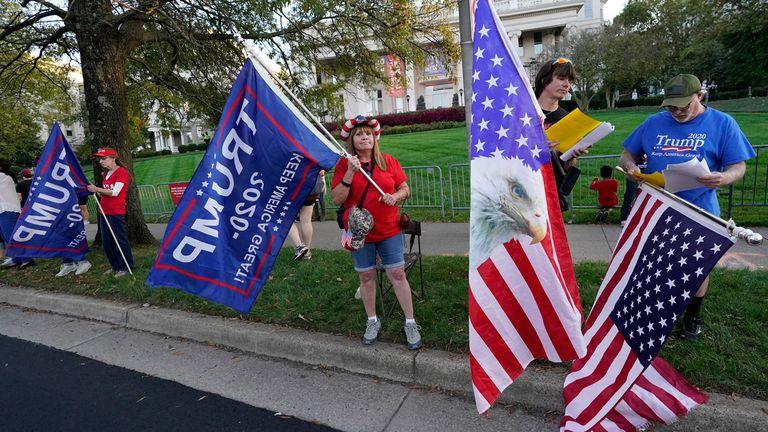 Seguidores de Donald Trump, antes del debate en Nashville.